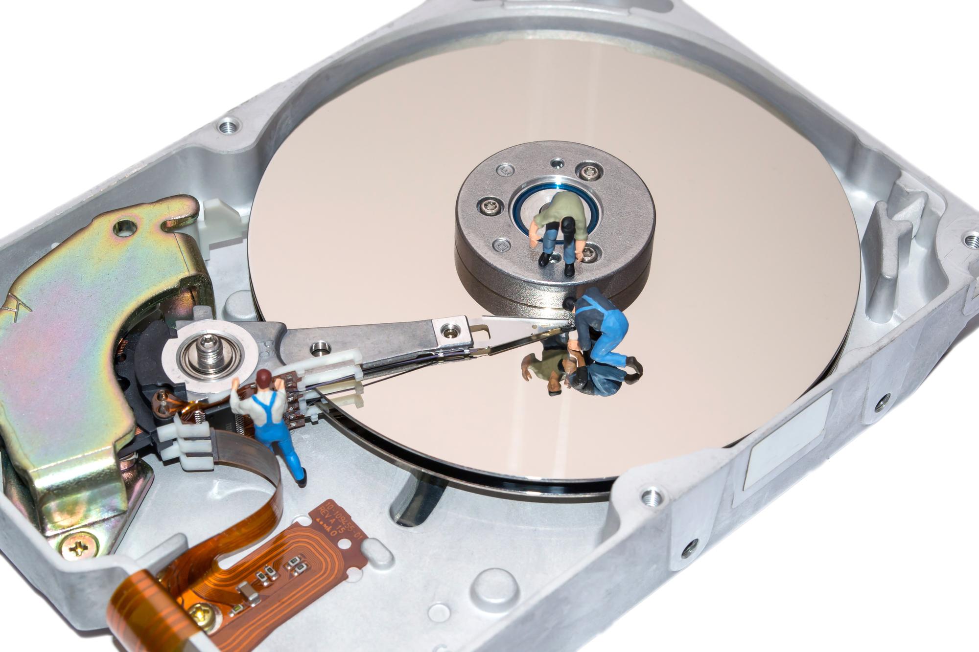 Odzyskiwanie danych z uszkodzonego dyskuzrób to nim oddasz do fachowca. post thumbnail image